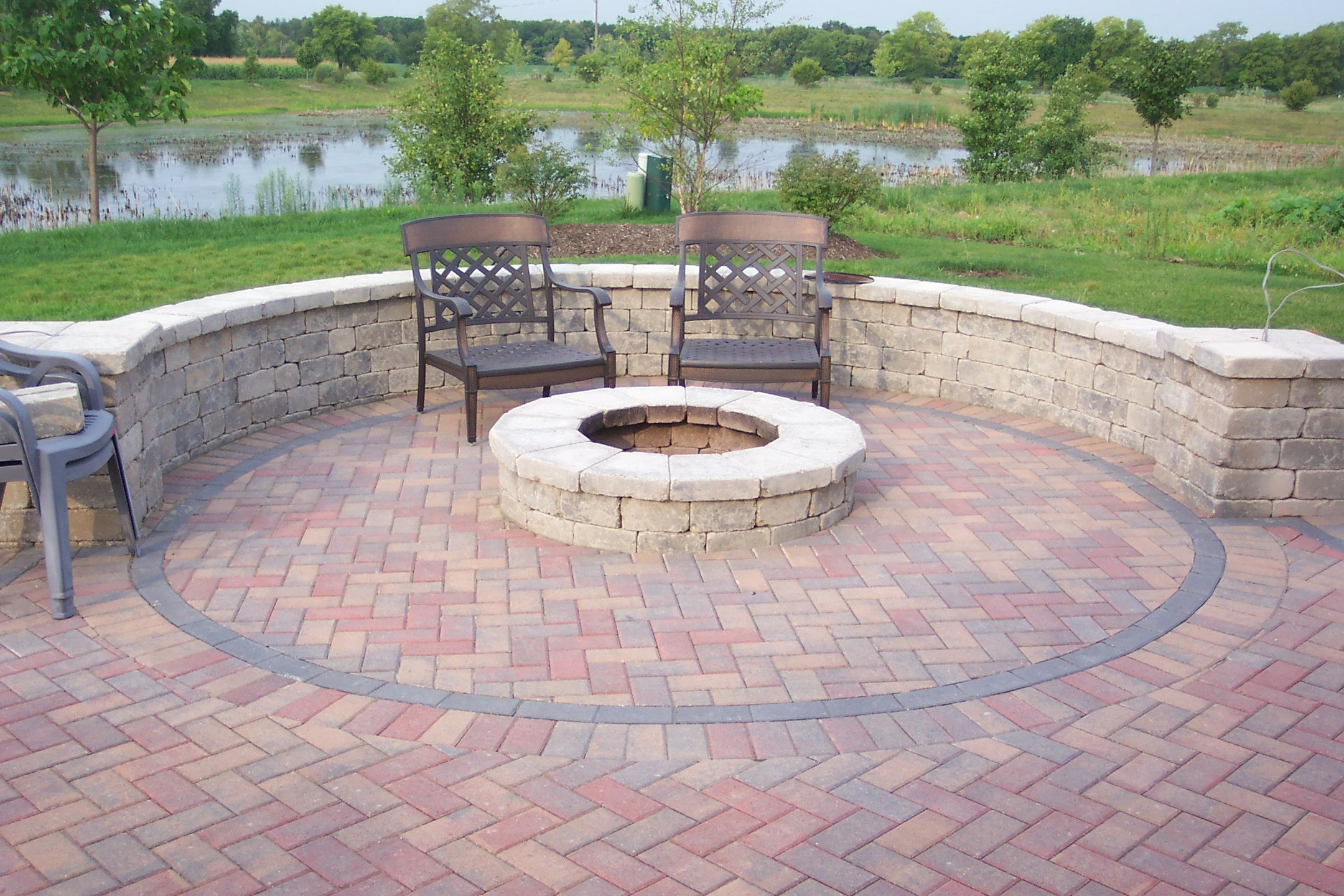 Backyard Fire Pit Plans : Patio with Fire Pit Design Ideas